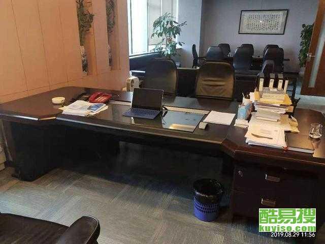 浦东曹路9成新源助办公家具老板桌、会议桌实惠出售