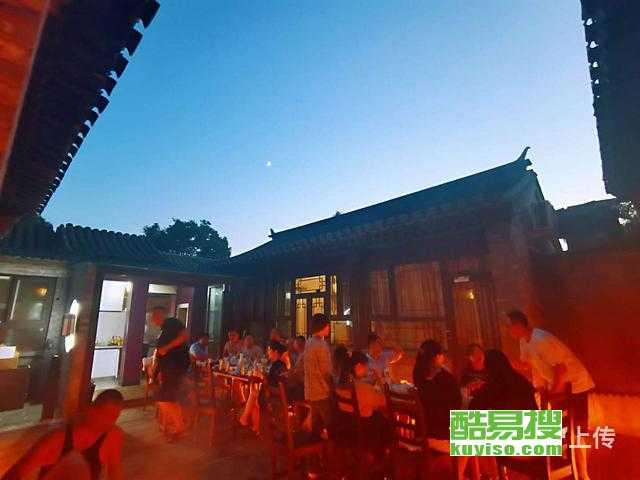 老北京胡同里的民宿|住在老胡同里的四合院是一种什么
